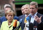 21.05.2009, Ritterhude-Stendorf. Bundeskanzlerin Angela Merkel (CDU) und Niedersachsens Ministerpraesident Christian Wulff besuchen die Milchbauern.